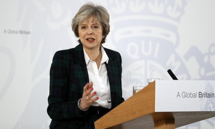Τέλος στην ελεύθερη κυκλοφορία Ευρωπαίων στη Βρετανία ανακοίνωσε η Μέι