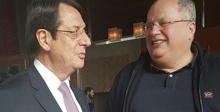 Ο Κοτζιάς διαψεύδει τον «καβγά» με Αναστασιάδη με κοινή φωτογραφία στο Twitter