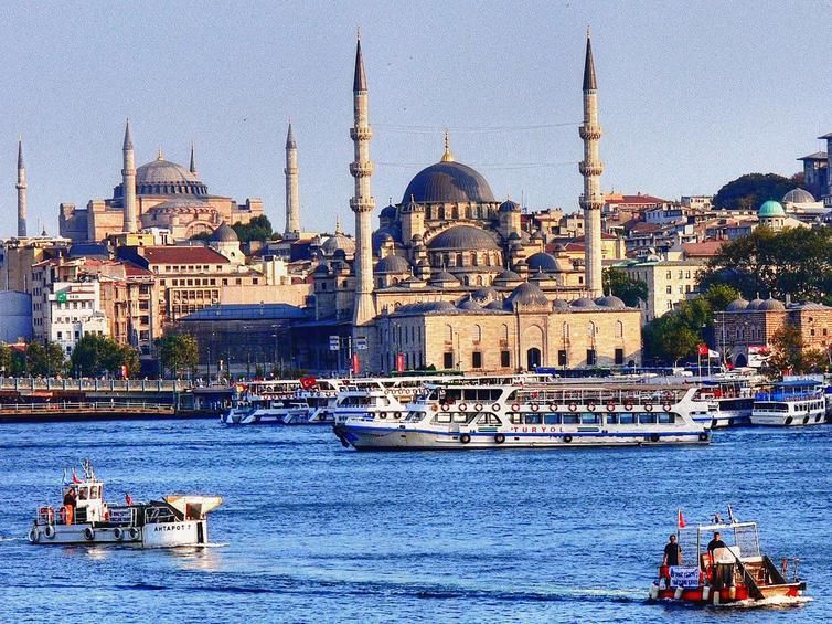 Σε «ελεύθερη πτώση» ο τουρισμός στην Κωνσταντινούπολη: «Βουτιά» 26% στις αφίξεις