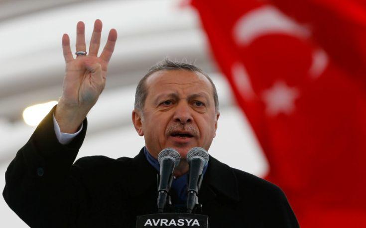Άστραψε και βρόντηξε ο Ερντογάν κατά της Hurriyet