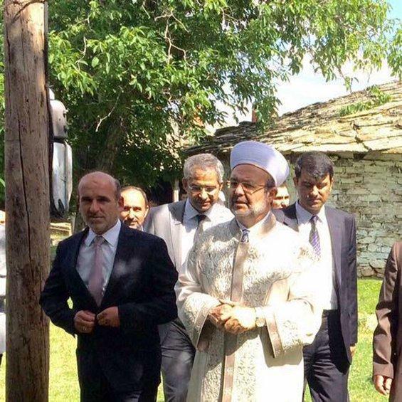 O ιμάμης του Μεγάλου Δέρειου Εβρου με τον πρόξενο της Τουρκίας στην Κομοτηνή δήλωσε ότι «Η Δύση Βουλιαζει και η Ανατολή ανατέλλει».