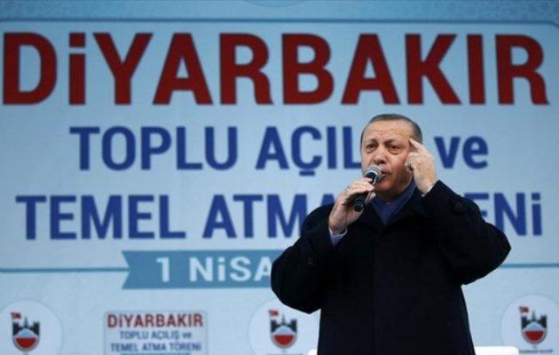 Ο Ερντογάν εκλιπαρεί τους Κούρδους να ψηφίσουν «ναι» στο δημοψήφισμα: «Σας έχω μέσα στην καρδιά μου»