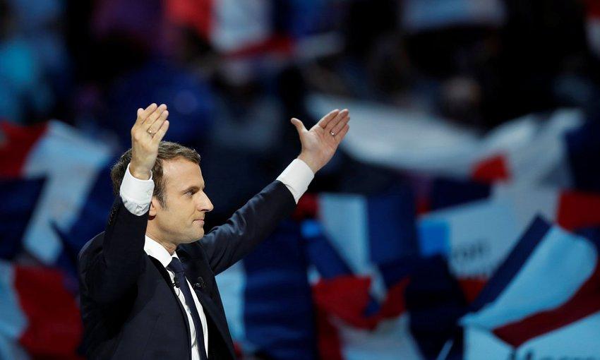 Χαμόγελα και ανακούφιση στην Ευρώπη μετά τη σαρωτική νίκη Μακρόν