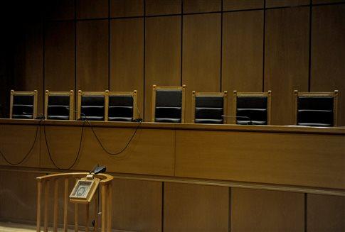 Διοικητικοί δικαστές: Αυτοσυγκράτηση για την προστασία του κράτους δικαίου