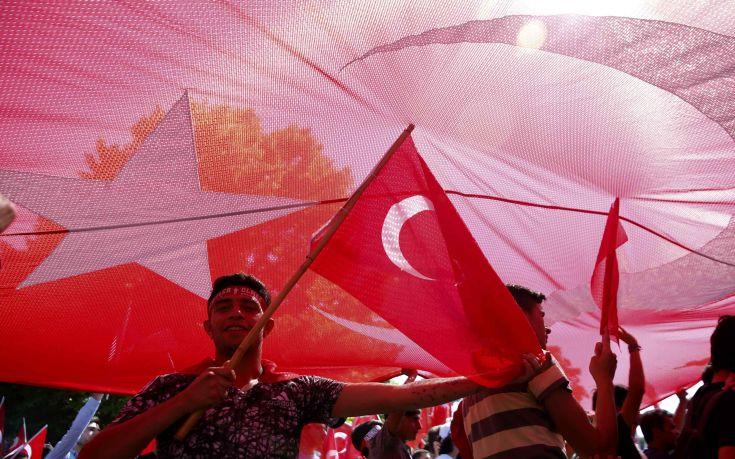 Οκτώ στους δέκα Γερμανούς θεωρούν ότι η Τουρκία δεν είναι Δημοκρατία