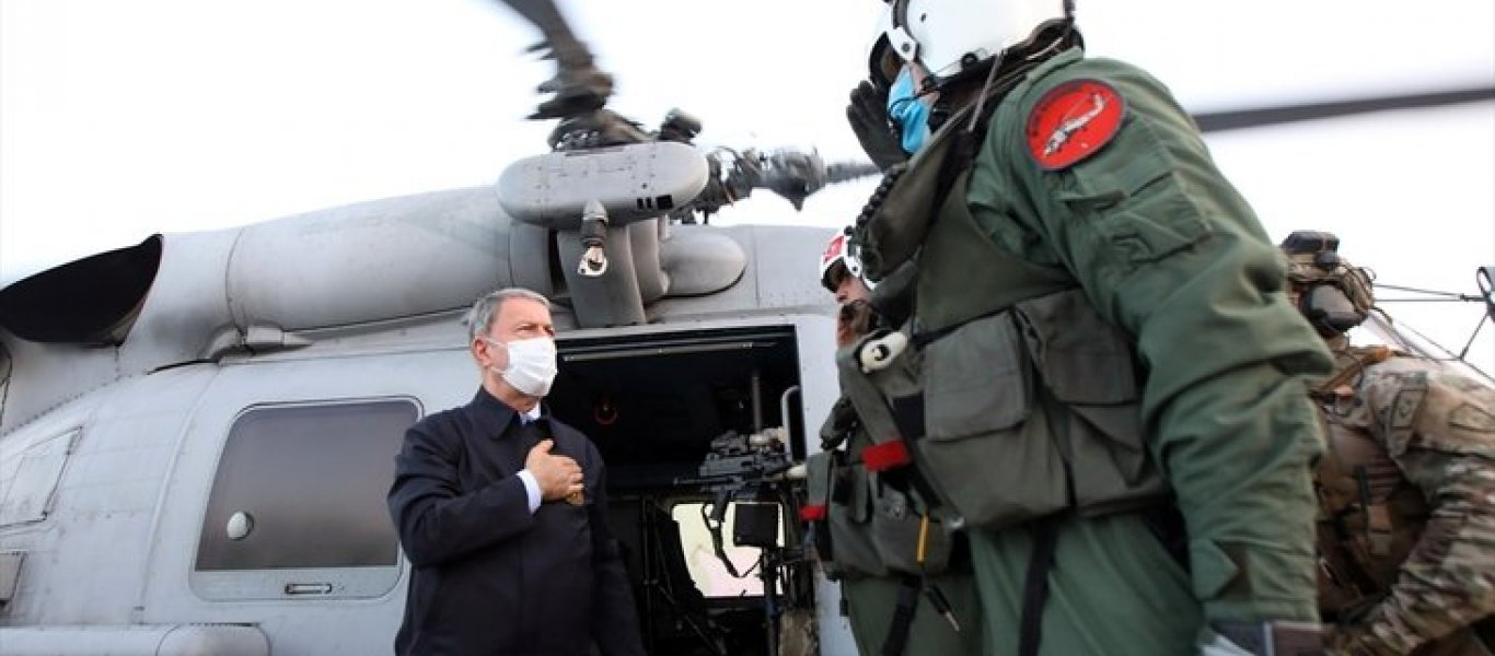 0x0-son-dakika-milli-savunma-bakani-hulusi-akar-libyada-mehmetcik-ile-bir-araya-geldi-1593860292046