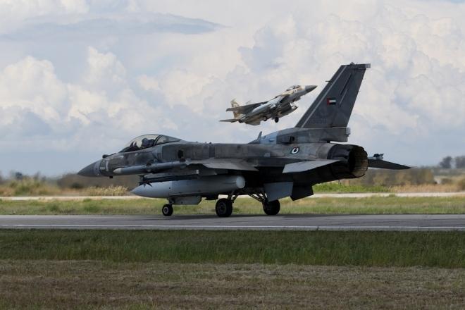 Στο νέο γεωπολιτικό και ενεργειακό άξονα που αναπτύσσεται από τον Ινδικό έως τη Μάγχη, η Ελλάδα κατέχει κομβική θέση. Η στρατιωτική διπλωματία βρίσκεται όχι απλά σε συνέργεια αλλά ανοίγει το δρόμο στη συμβατική διπλωματία.